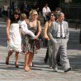 Renaud et sa femme Romane ont assisté au mariage de la fille du chanteur avec Renan Luce. Le petit Malone était bien entendu de la partie !