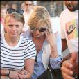 Kate Moss, Jamie Hince et une amie font une balade à Saint-Tropez. 03/08/09