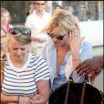 """""""Kate Moss, Jamie Hince et une amie font une balade à Saint-Tropez. 03/08/09"""""""