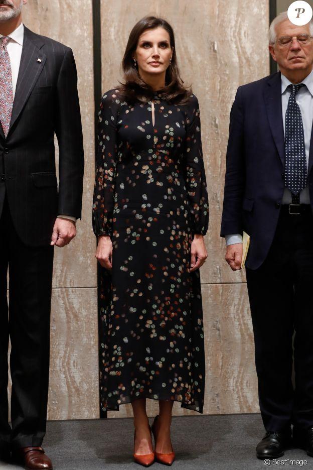 La reine Letizia d'Espagne (en robe Massimo Dutti) lors d'une visite officielle au LG Science Park à Séoul en Corée du Sud à Séoul le jeudi 24 octobre 2019.