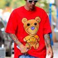 Justin Bieber porte un t-shirt Drew de sa propre marque, un bonnet de laine et des lunettes de soleil blanches à son arrivée dans un immeuble dans le quartier de West Hollywood à Los Angeles, le 1er septembre 2019