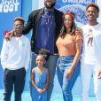 """LeBron James avec sa femme Savannah James et leurs enfants LeBron James Jr., Zhuri James et Bryce Maximus James, à la première de """"Smallfoot (Yéti & Compagnie)"""" au Regency Theatre à Los Angeles, le 22 septembre 2018."""