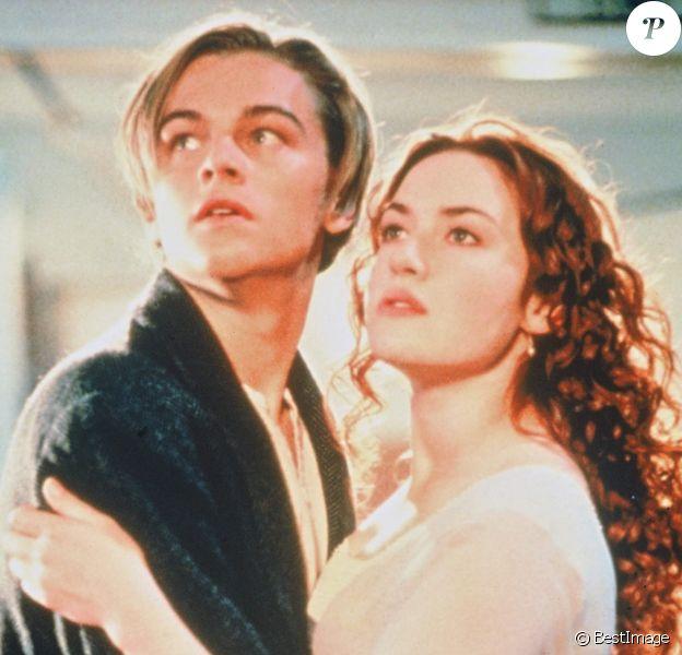 """Leonardo DiCaprio et Kate Winslet dans le film """"Titanic"""" en 1998."""