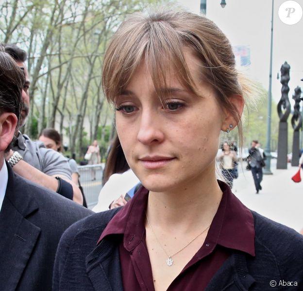 Allison Mack quittant une audience au tribunal de Brooklyn à New York le 4 mai 2018