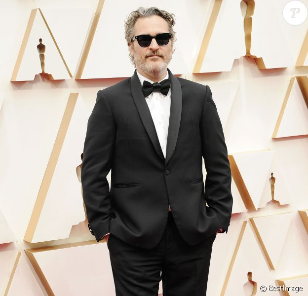 Joaquin Phoenix lors du photocall des arrivées de la 92ème cérémonie des Oscars 2019 au Hollywood and Highland à Los Angeles, Californie, Etats-Unis, le 9 février 2020.