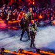"""Robbie Williams et Lous and The Yakuza (Marie Pierra), stars de la finale de l'émission """"X-Factor"""" en Italie. Milan. Le 12 décembre 2019. Robbie Williams a présenté un extrait de son album de Noël et a chanté avec les quatre finalistes du concours."""