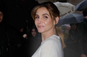 Clotilde Courau envoûtante en crème, Rossi De Palma frigorifiée par la pluie