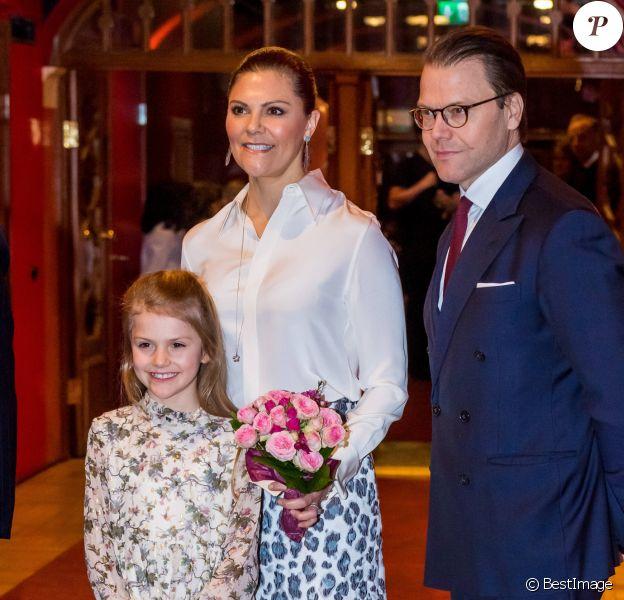 """La princesse Victoria, le prince Daniel et la princesse Estelle de Suède - La famille royale de Suède assiste au concert de l'école de musique """"Lilla Akademien"""" à Stockholm, le 13 février 2020."""