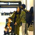 Exclusif - Gary Clark Jr., sa femme Nicole Trunfio enceinte et leurs enfants, Gia et Zion arrivent à l'aéroport LAX de Los Angeles, le 15 janvier 2020.