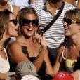 Laure Manaudou le 26 juillet 2009 à Rome. Avec ses copines, Laure s'apprête à soutenir son homme !