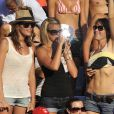 Laure Manaudou supporte son chéri Frédérick Bousquet avec ses copines aux Championnats du monde de natation à Rome, le 26 juillet 2009