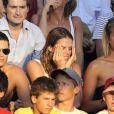 Laure Manaudou, son frère et sa copine supportent Frédérick Bousquet lors des Championnats du monde de natation à Rome, le 26 juillet 2009... Elle se prend la tête mais il n'y a pas de quoi !