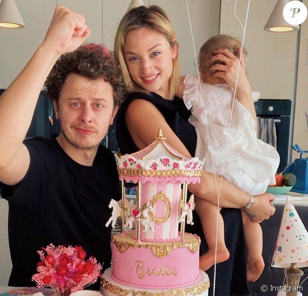 Norman Thavaud, sa compagne Martha et leur fille Bianca réunis pour le premier anniversaire de la fillette, le 25 mars 2020 sur Instagram.