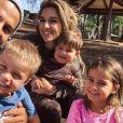Jessie James Decker, son mari Eric et leurs trois enfants, Vivianne, Eric Thomas II et Forrest. 2020.