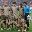 Ronaldinho, Rafael Marquez, Giovanni Van Bronckhorst, Oleguer, Samuel Eto'o, Victor Valdés, Xavi, Henrik Larsson, Juliano Belletti, Deco et Carles Puyol du FC Barcelone, face à l'AC Milan. Milan, octobre 2004.