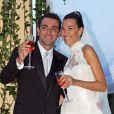 Le footballeur catalan Xavi Hernandez et Nuria Cunillera lors de leur mariage à Blanes, le 13 juillet 2013.