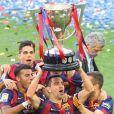 Xavi Hernandez et les joueurs célèbrent leur victoire en famille du match de football La Liga contre Deportivo Coruna à Barcelone. Le 23 mai 2015.