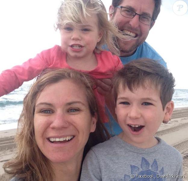 David McKean rend hommage à sa femme Maeve et à leur fils Gideon. Le 4 avril 2020.