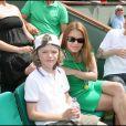 Séverine Ferrer, son mari Frédéric Mazé et leur fils Joshua - Tournoi de Roland-Garros. Le 24 mai 2009.