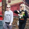 Exclusif - Kristen Stewart et sa compagne Dylan Meyer sont allées faire des courses dans le quartier de Los Feliz à Los Angeles, le 9 mars 2020.