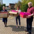 Le prince Andrew, duc d'York a préparé et apporté des sacs de gourmandises pour Pâques à un centre de soins de Windsor, comme l'a fait savoir l'assistante de la duchesse d'York en partageant des images sur son compte Instagram le 10 avril 2020.