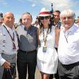 Frankie Detorri, Sir Stirling Moss, Jean Todt, Michelle Yeoh et Bernie Ecclestone au Grand Prix de Silverstone en juillet 2010.