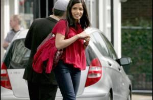 Freida Pinto : la belle héroïne de Slumdog Millionaire fait des ravages... sous la pluie ou le soleil !