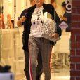 Exclusif - Sharon Stone fait du shopping avec une amie dans le quartier de Beverly Hills à Los Angeles, le 10 décembre 2019