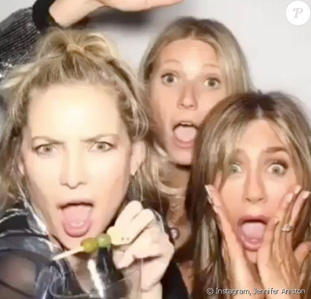 Jennifer Aniston a souhaité un joyeux anniversaire à Jennifer Aniston en publiant des photos de Gwyneth Paltrow et elles deux. Le 19 avril 2020.