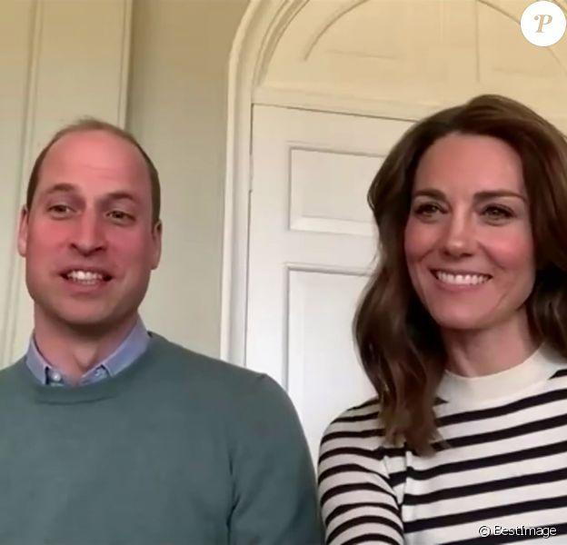 Le prince William, duc de Cambridge, et Kate Middleton, duchesse de Cambridge, racontent comment ils s'occupent des enfants et comment ils gardent le contact avec la famille pendant l'épidémie de coronavirus (COVID-19). Ils utilisent l'application Zoom. Le 17 avril 2020.
