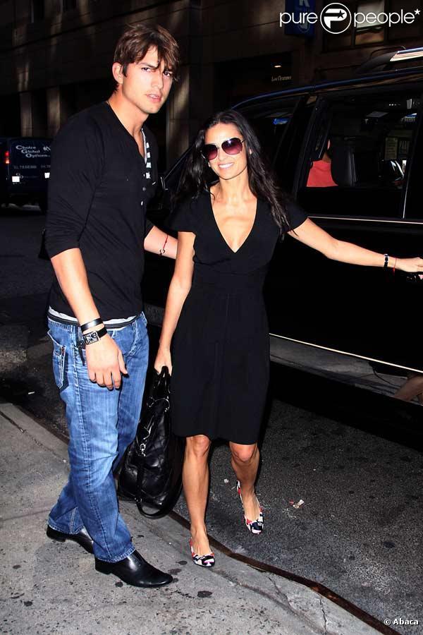 Demi Moore et son mari Ashton Kutcher se rendent sur le tournage de la série The Beautiful Life, à New York...