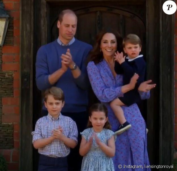 Le prince William, Kate Middleton et leurs trois enfants, George, Charlotte et Louis, applaudissent le personnel soignant dans une émission pour la BBC One, le 23 avril 2020.