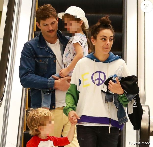 Exclusif - Ashton Kutcher et sa femme Mila Kunis en pleine séance de shopping en famille.le 29 juin 2019