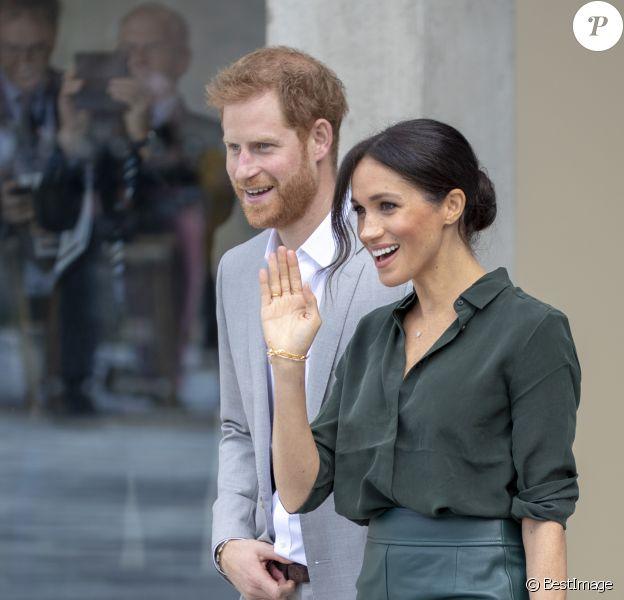 Le prince Harry et Meghan Markle quittent l'université de Chichester's Engineering and Digital Technology Park à Bognor Regis dans le Sussex le 3 octobre 2018. C'est le premier déplacement officiel du duc et de la duchesse de Sussex dans la région.
