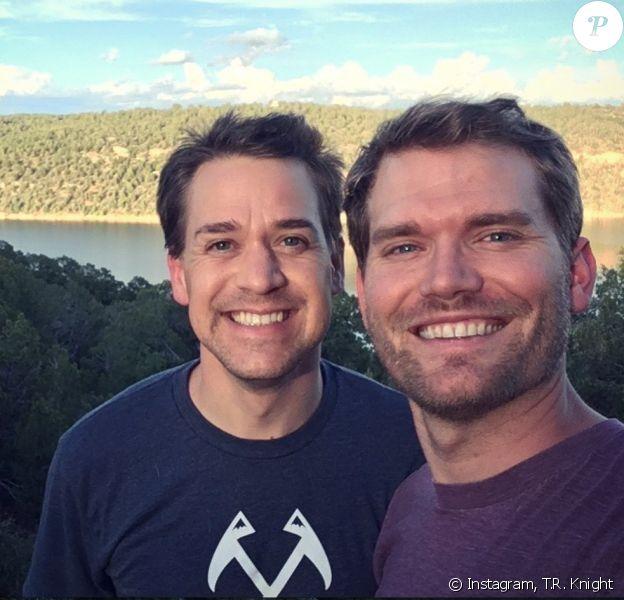 T.R. Knight et son mari Patrick Leahy sur Instagram. Le 2 mai 2020.