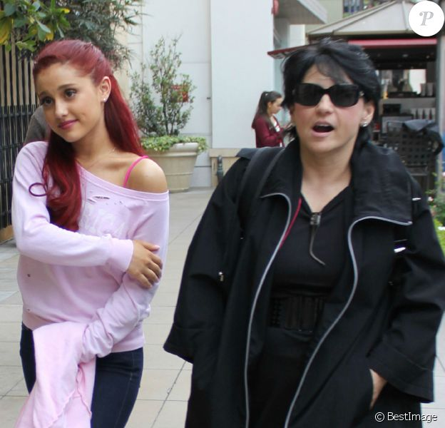 Ariana Grande et sa mère Joan le 3 mai 2012 à Los Angeles.