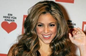 Shakira plus sexy que jamais... s'affiche topless sur la pochette de son nouvel album !