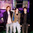 """Rupert Grint, Emma Watson et Daniel Radcliffe lors du lancement du DVD """"Harry Potter et le Prisionnier d'Azkaban"""" à Londres en 2004."""