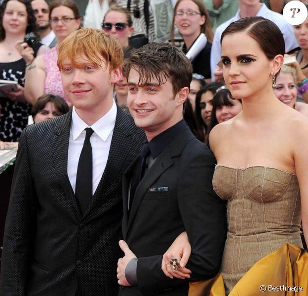 """Daniel Radcliffe, Rupert Grint et Emma Watson à la première du film """"Harry Potter et les reliques de la mort - 2ème partie"""" à New York en 2011."""