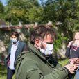 """Exclusif - Tom Schacht - Reprise du tournage de la série """"Les Mystères de l'amour"""" à Cergy-Pontoise (Val d'Oise) après 2 mois d'arrêt dû au confinement en pleine épidémie de Coronavirus Covid-19 le 14 mai 2020."""