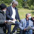 """Exclusif - Philippe Vasseur, Tom Schacht et Patrick Puydebat - Reprise du tournage de la série """"Les Mystères de l'amour"""" à Cergy-Pontoise (Val d'Oise) après 2 mois d'arrêt dû au confinement en pleine épidémie de Coronavirus Covid-19 le 14 mai 2020."""