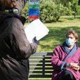 """Exclusif - Patrick Puydebat et - Reprise du tournage de la série """"Les Mystères de l'amour"""" à Cergy-Pontoise (Val d'Oise) après 2 mois d'arrêt dû au confinement en pleine épidémie de Coronavirus Covid-19 le 14 mai 2020."""