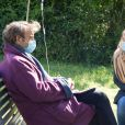 """Exclusif - Hélène Rolles et Patrick Puydebat - Reprise du tournage de la série """"Les Mystères de l'amour"""" à Cergy-Pontoise (Val d'Oise) après 2 mois d'arrêt dû au confinement en pleine épidémie de Coronavirus Covid-19 le 14 mai 2020."""
