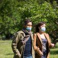 """Exclusif - Elsa Esnoult et Sebastien Roch - Reprise du tournage de la série """"Les Mystères de l'amour"""" à Cergy-Pontoise (Val d'Oise) après 2 mois d'arrêt dû au confinement en pleine épidémie de Coronavirus Covid-19 le 14 mai 2020."""