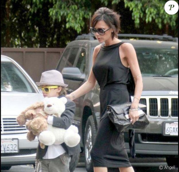 Victoria Backham et ses deux petits gaçons à Beverly Hills le 1er septembre 2009
