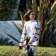 Nina Dobrev promène son chien à Los Angeles, le 11 avril 2020.