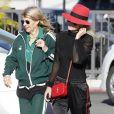 """Laeticia Hallyday et sa mère Françoise Thibaut (en survêtements) sont allées déjeuner au restaurant japonais """"Sushi Zo"""" près du Lycée Français à Los Angeles, le 5 février 2019."""