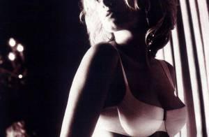 La splendide Rebecca Romijn... à l'époque où elle était mannequin lingerie ! Encore sublime !