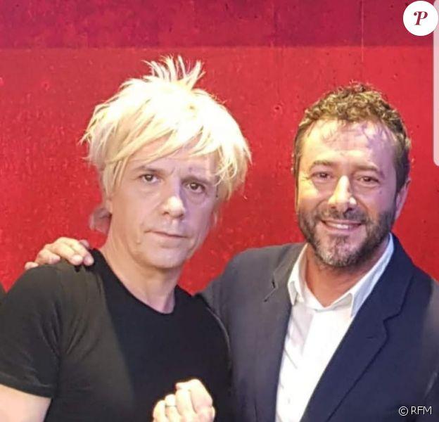 """Nicola Sirkis et Indochine étaient les invités de Bernard Montiel dans l'émission """"Une heure avec..."""" sur RFM le 7 juin 2020."""