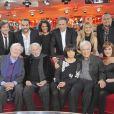 """Guy Bedos, ses filles Victoria et Leslie, Michel drucker, François-Xavier Demaison, Pierre Richard, Claude Rich, Thomas Dutronc - Emission """"Vivement dimanche"""" en 2011."""